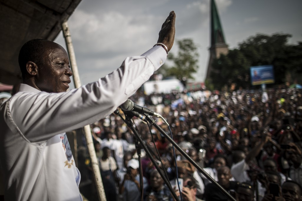 Jean-Marie Michel Mokoko acknowledges his supporters at his closing rally in Brazzaville on March 18, 2016, ahead of the presidential election won by Denis Sassou Nguesso. (Marco Longari/AFP)