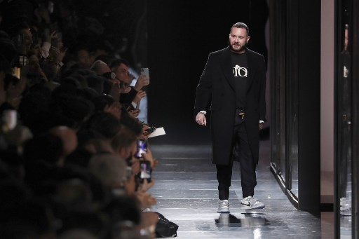 Dior artistic director Kim Jones acknowledges the applause at the end of the Dior Winter 2020–2021 men's fashion show in Paris on January 17, 2020. (Francois Guillot/AFP)