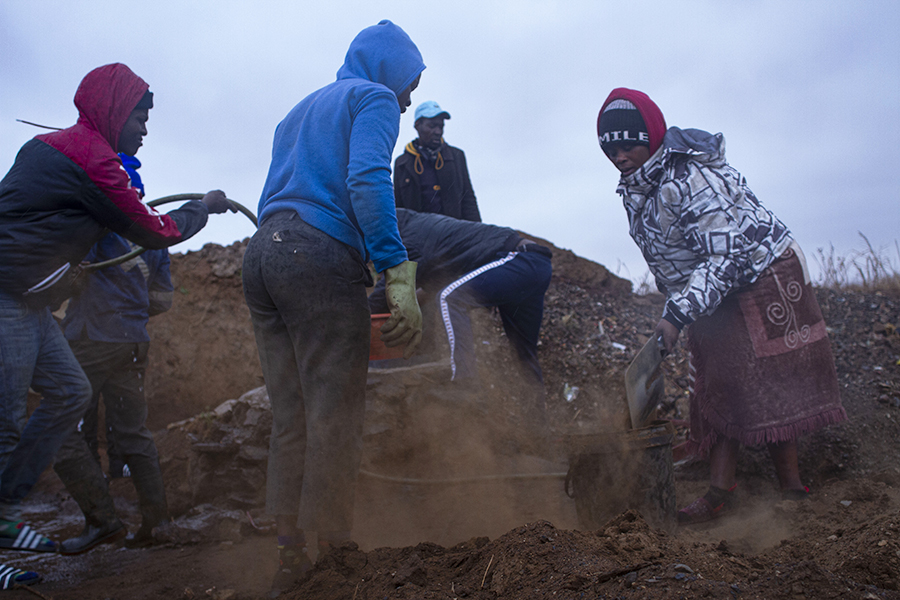 Xawela, Carletonville. Sieving 15 barrels of soil will produce a gram of gold. ©Manash Das.