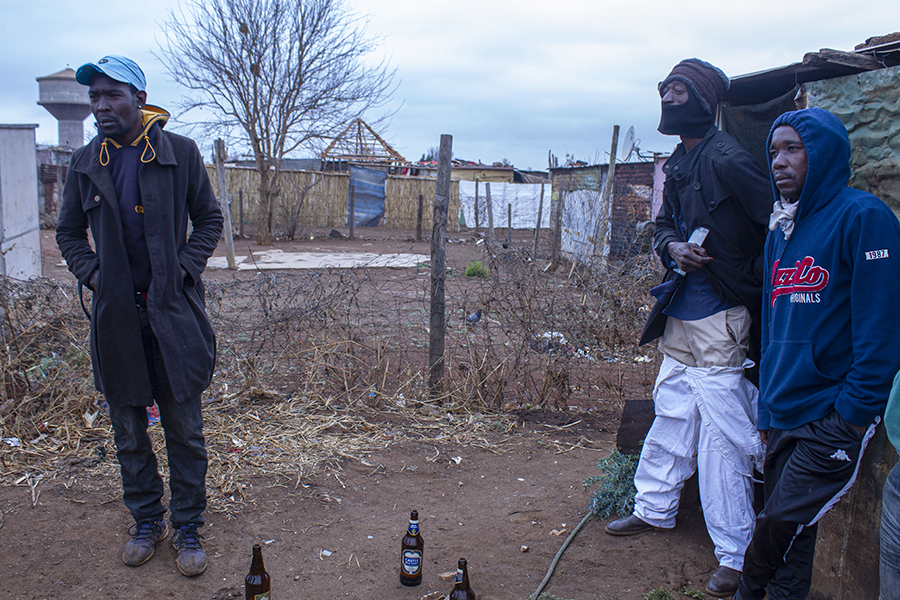 Xawela, Carletonville. The adults supervise the first part of the process. ©Manash Das.