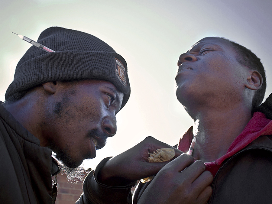 MDA_20200630_05 – Soweto, Johannesburg. Nyaope is a low grade concoction of heroin, cannabis and antiretroviral products. ©Manash Das.